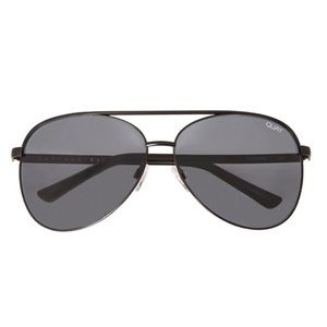 Quay Vivienne Sunglasses in Black/Smoke